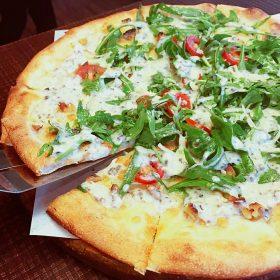 松露芝麻菜披薩